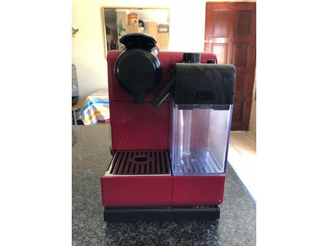 Nespresso Lattisima Touch with 2x Free Cafe stacks - 2/3