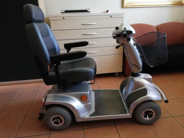 4 Wheel Scooter for the elderly or disabled - 1/3