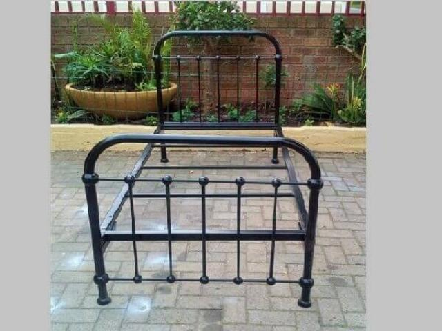 Metal, Steel, Wrought Iron Beds and Daybed Manufacturers - 1/4