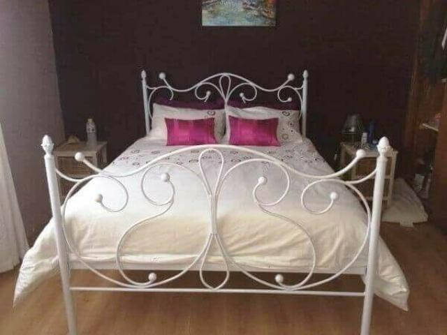 Metal, Steel, Wrought Iron Beds and Daybed Manufacturers - 2/4