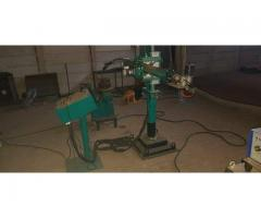 Colum and boom robot welder