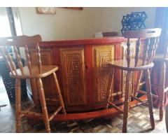 Bar counter with 4 highback chairs