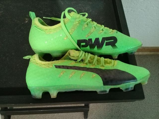 SOCCER BOOTS - 2/3
