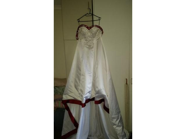 Wedding dress in mint condition. Weekend sale. - 1/4