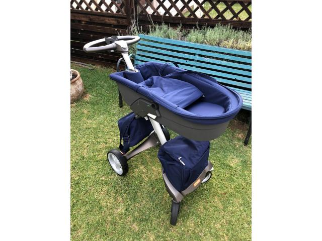 Stokke Xplory Pram with 3 seats, cup holder and two bags - 2/4