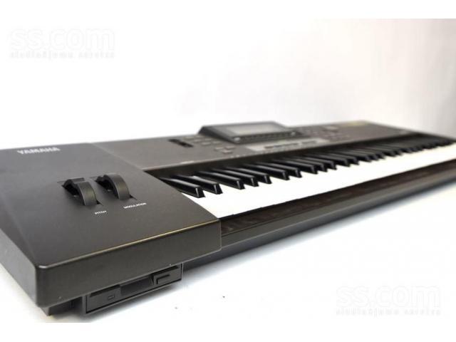 Yamaha QS-300 Workstation - 1/2