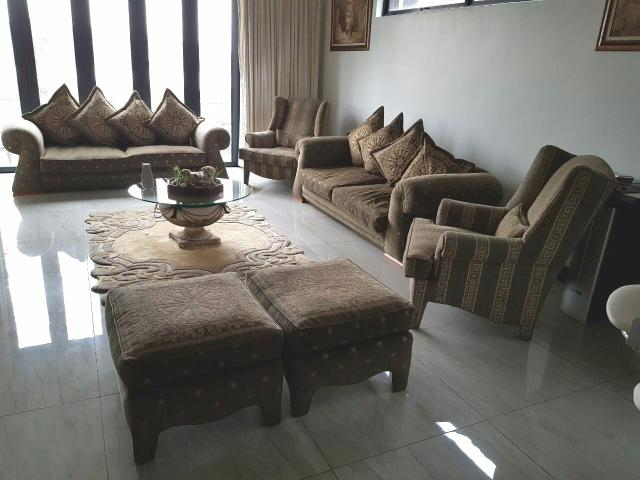 Second Hand Lounge Suite