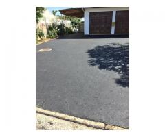 We expertly tar domestic driveways and commercial roads.