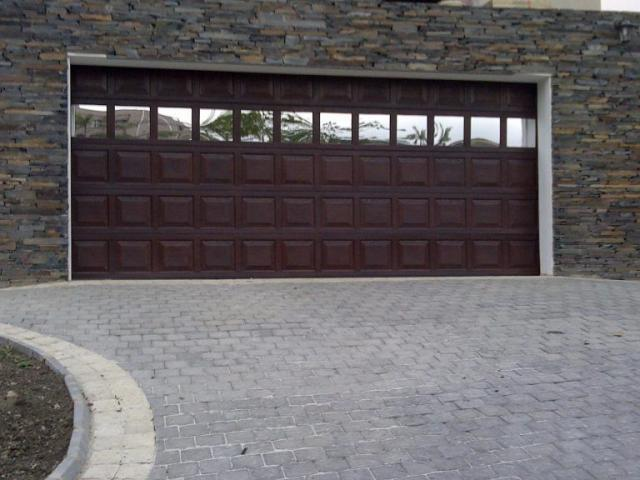 Shaes Garage Doors and Gate Automation - 3/4