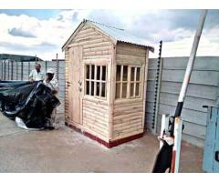 Am selling wendy house pallet,loarve and loghome