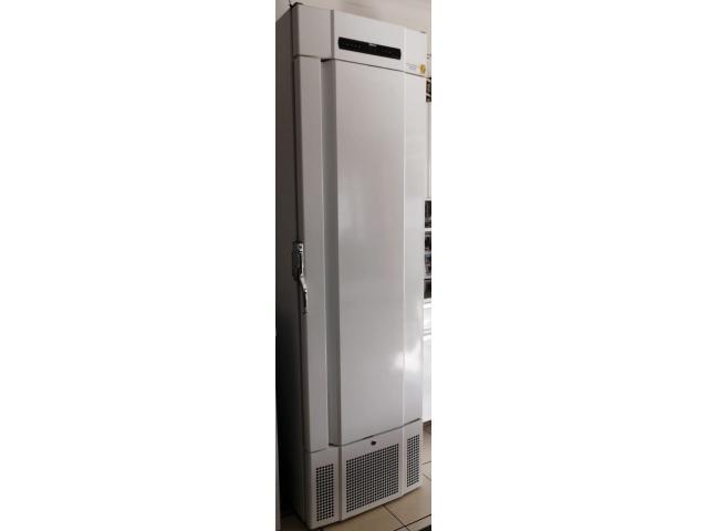 Bioline PF425 Freezer - 1/2