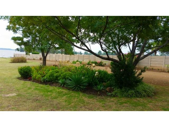 2 bedroom house on shared 5 acre property - 2/4