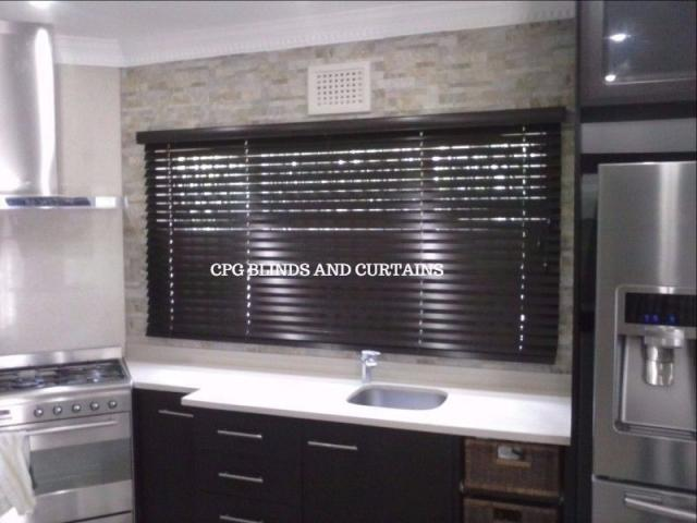 Blinds, curtains headboards and accessories - 3/4