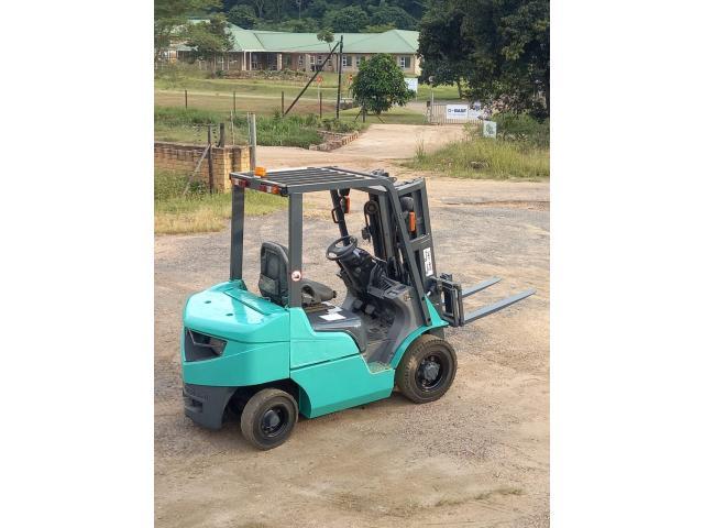 Mitsubishi 2.5 ton forklift - 1/4