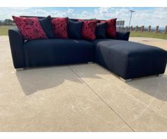 2PIECE CORNER LOUNGE SUITE SELLING AT R3500 (NEGOTIABLE)
