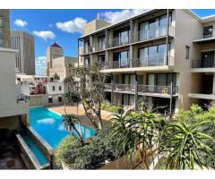 Spacious top-floor 2 bedroom/2 bathroom flat in Cape Town City Centre
