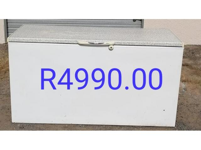 Big Long Chest Freezer 100% working for sale in Port Edward - 1/1
