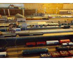 Train set with or without layout